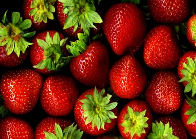 Strawberries_with_hulls_-_scan_web